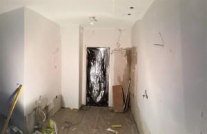 Seinien pintatasoitus, pohja- ja pintamaalaus.